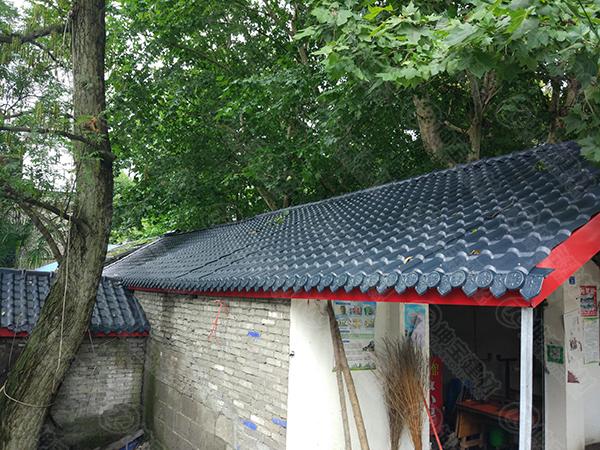 屋顶上的合成树脂瓦为什么会有响声?