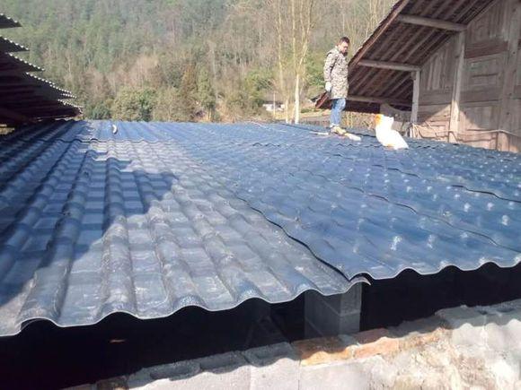 农村新盖房屋顶用的合成万博官网manbetx电脑版瓦真的那么好?优点和缺点有哪些?