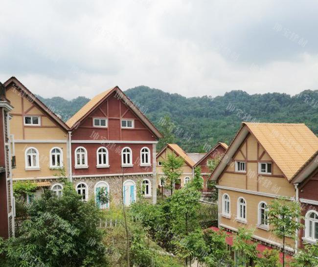 <b>成都青城山青山逸品别墅屋面使用合成树脂瓦案例</b>
