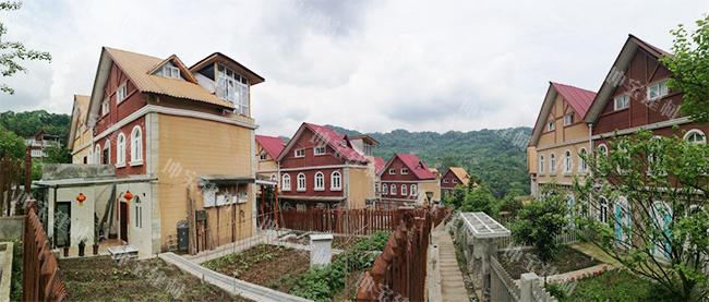 成都青城山青山逸品别墅屋面使用合成万博官网manbetx电脑版瓦案例