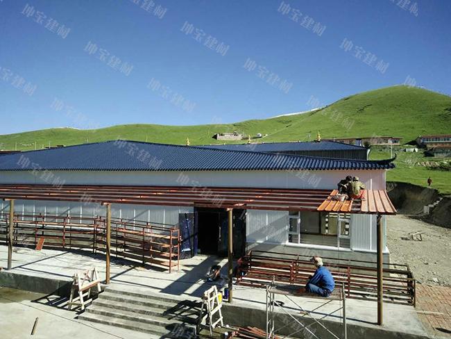 树脂瓦和彩钢做屋顶哪个好