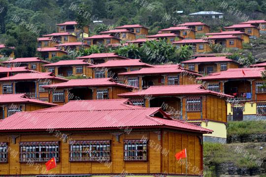 西藏墨脱:万博官网manbetx电脑版瓦安居房示范工程
