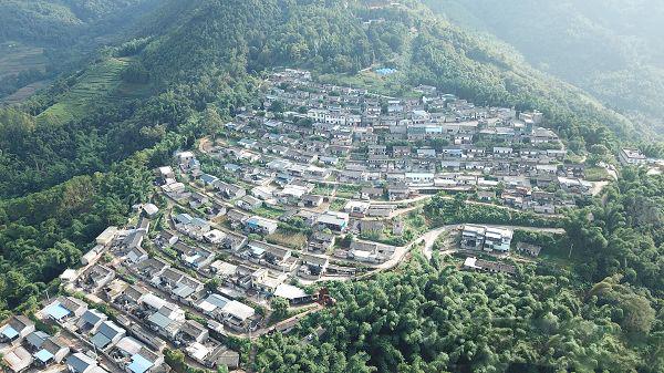 """云南墨江地震,农村危房改造实现""""合成树脂瓦"""""""