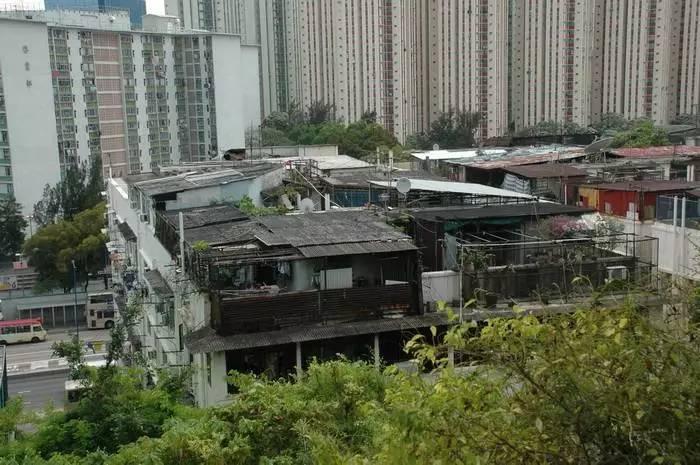 合成树脂瓦厂家浅谈:屋顶什么样,这座城市就是什么样!