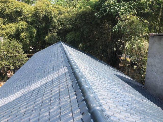 四川树脂瓦厂家安装洛带旧房翻新改造屋面效果图