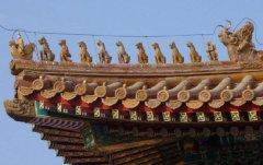 什么样的动物蹲在古建筑的屋顶上?是树脂做的?
