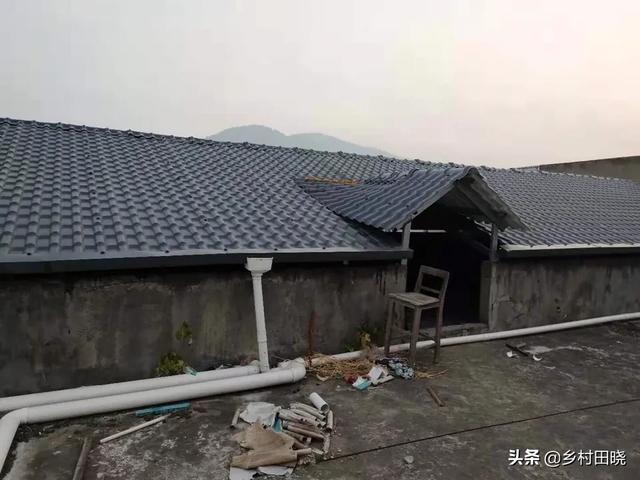 你用琉璃瓦还是树脂瓦在农村建造倾斜的屋顶?看看内部人士的经验