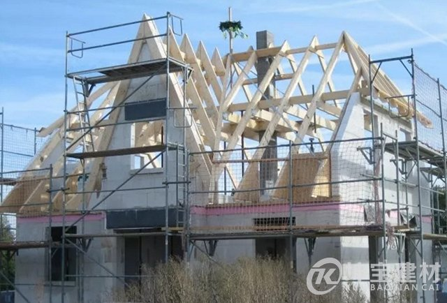 木结构坡屋顶是如何搭建的?