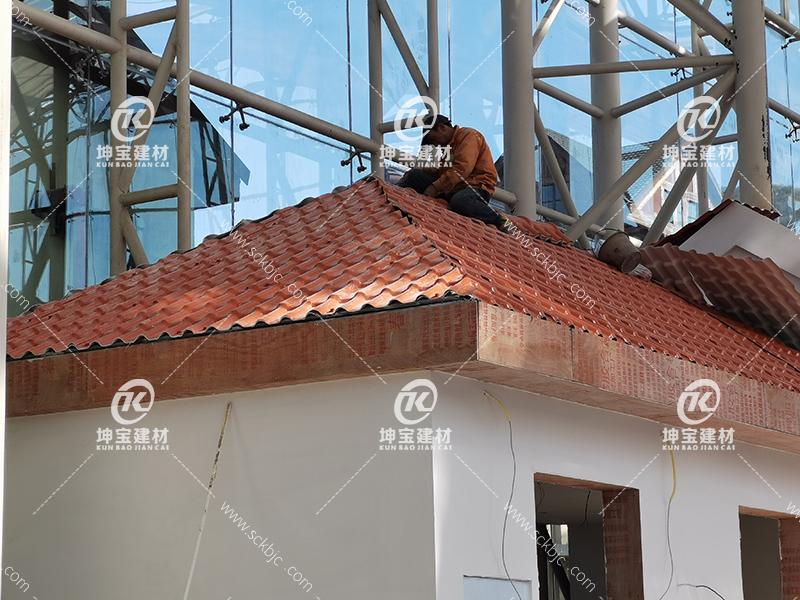 重庆三层白底砖红色_树脂瓦安装图片大全_细节